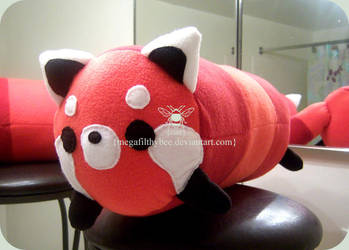 Red Panda Tube by megafilthybee