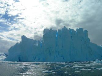 Enormous iceberg by Serendith