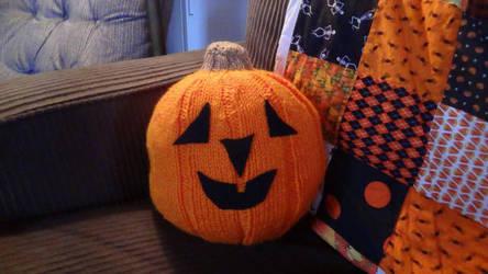 Knit jack-o-lantern by eightcrows