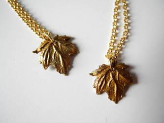 Maple leaf pendant by asa-baijan