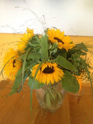 Sunflower Arrangement 2012 by TsuyuekiDiAnshare