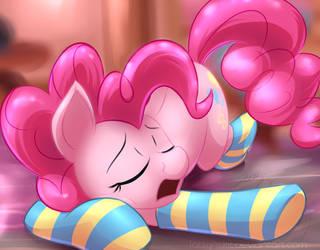 Sleepy Pinkie by Lattynskit