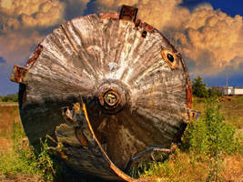 Abandoned junk HDR by XpiecemealX