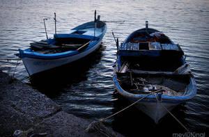 little blue boats by eskitenekekutu