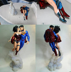 Superman and Wonder Woman The kiss - statue repair by Enelaur