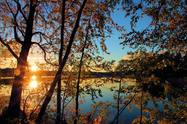 Autumn night .. by KariLiimatainen