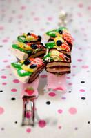 Fruitcake barretes-hairclips by deabusamor