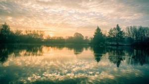 Daybreaks on the Mill Pond by snomanda