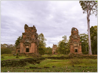 Prasat South Kleang #2 by Roger-Wilco-66