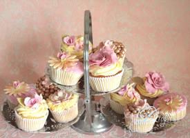 wedding cupcakes by ZaLita