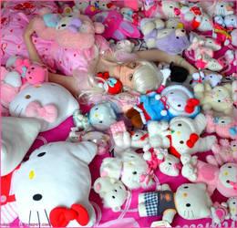 Hello Kitty among Hello Kitty's by Sorayachi
