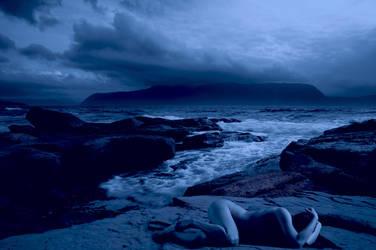 Ariadna or Ariadne: Running to the sea by littlemissfreak