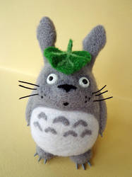Small Totoro by ArtAndJoy