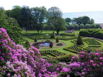 Dunrobin Castle Gardens by Enlothien