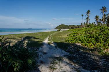 Tinintinan Beach by TheMetronomad