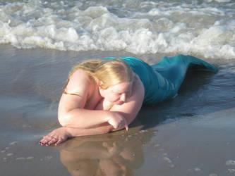 Goslyn Sees Shellfish by onelilmermaid