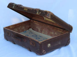 old suitcase4 by Susannehs