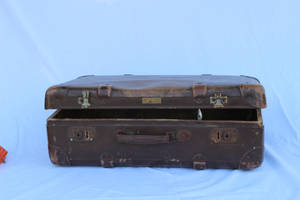 old suitcase5 by Susannehs