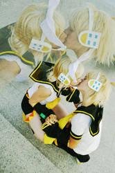 Kiss Kagamine twins by LauzLanille