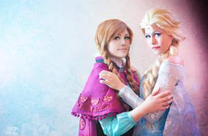 Frozen Elsa Anna by LauzLanille