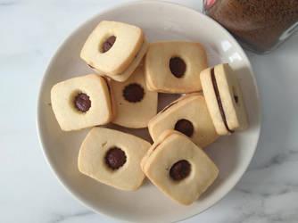 Mocha sandwich cookies by flameshaft