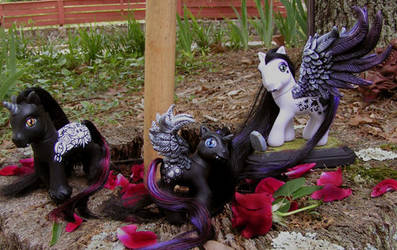 Vampire family ponies by BarbedDragon