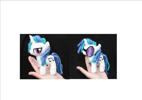 Tiny Vinyl Scratch (with removable glasses) by DraglaPlushies