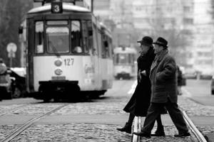 crossing the street by edyflute