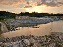 Quartzite quarry at sunset by Nesihonsu