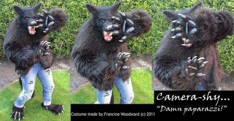 Camera-shy werewolf by Farumir