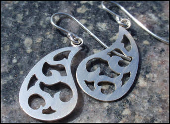 Wave inspired silver earrings by Lothling