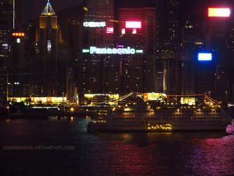 Hong Kong at night by HanabiChick