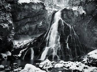 Frozen Waterfall by cluster5020