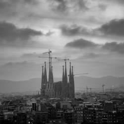 Sagrada Familia at dusk by ilsilenzio