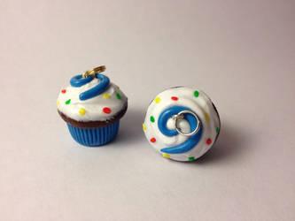 Hearthstone Cupcakes by Zombiena