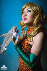 2014 - DragonCon | Aquawoman + Left Shark by elysiagriffin