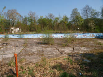 Schlotheim: Abandoned Swimming Pool by ThePraiodanish