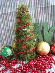 DIY Green Christmas Tree by MermaidsNLattes