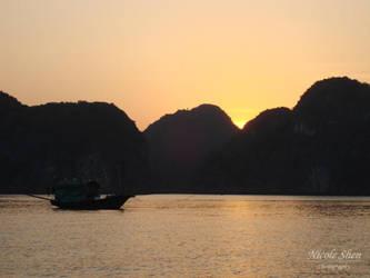 Sunset in Halong Bay by nicoleshen