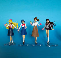 Sailor Moon S. H. Figuarts - School Unifirms :D by zelu1984