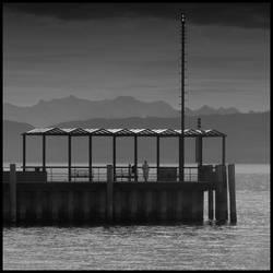 Woman waits for a ship by ernesto1de