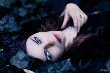 Dark Portrait by Luin-Tinuviel