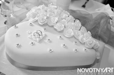wedding heart cake by Junior-rk