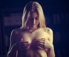 Laura by darkelfphoto