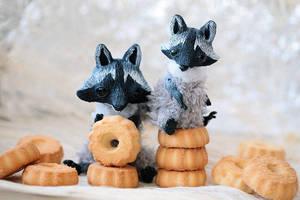 raccoons and their cookie treasure by da-bu-di-bu-da