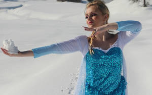 Elsa Frozen Cosplay: Making Snow by GlowingSnow