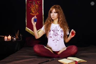 Hogwarts Girl 1 by Enolla