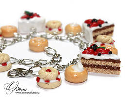 Bracelet 'Strawberry Cake' by OrionaJewelry