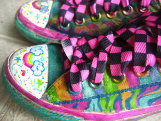 Sharpie n Converse by Squeemishness
