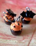 Halloween Sweet Bat Cupcake by fenni-anna